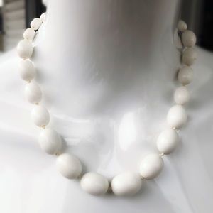 Jewelry - Vintage White Bead Necklace